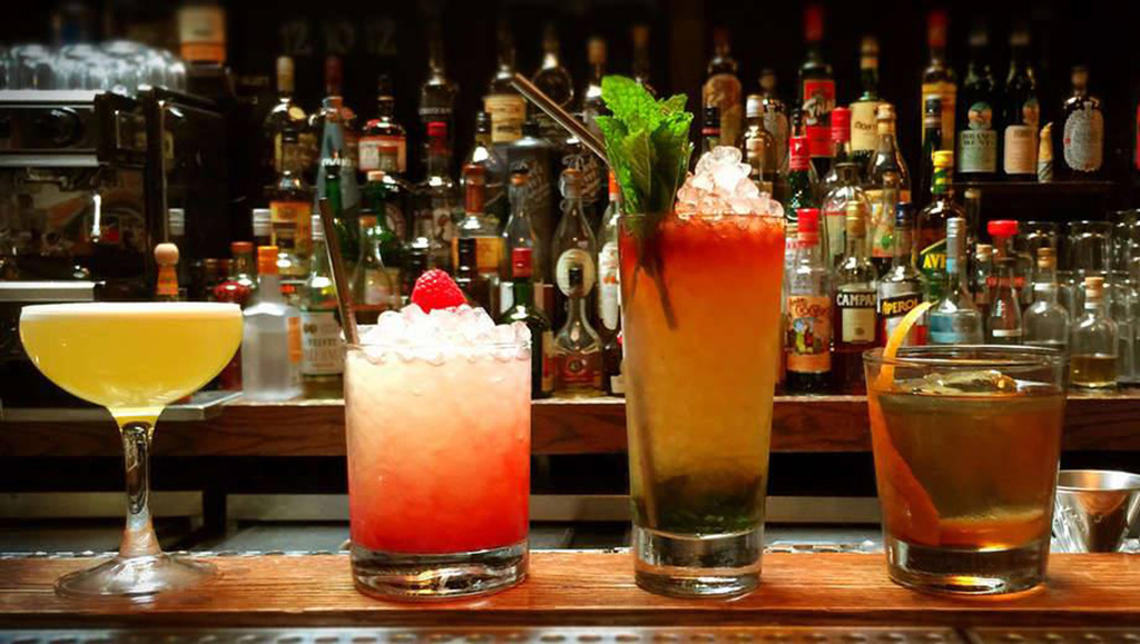 New York Cocktail Expo 2019, colorful cocktails, colorful cocktails on a bar