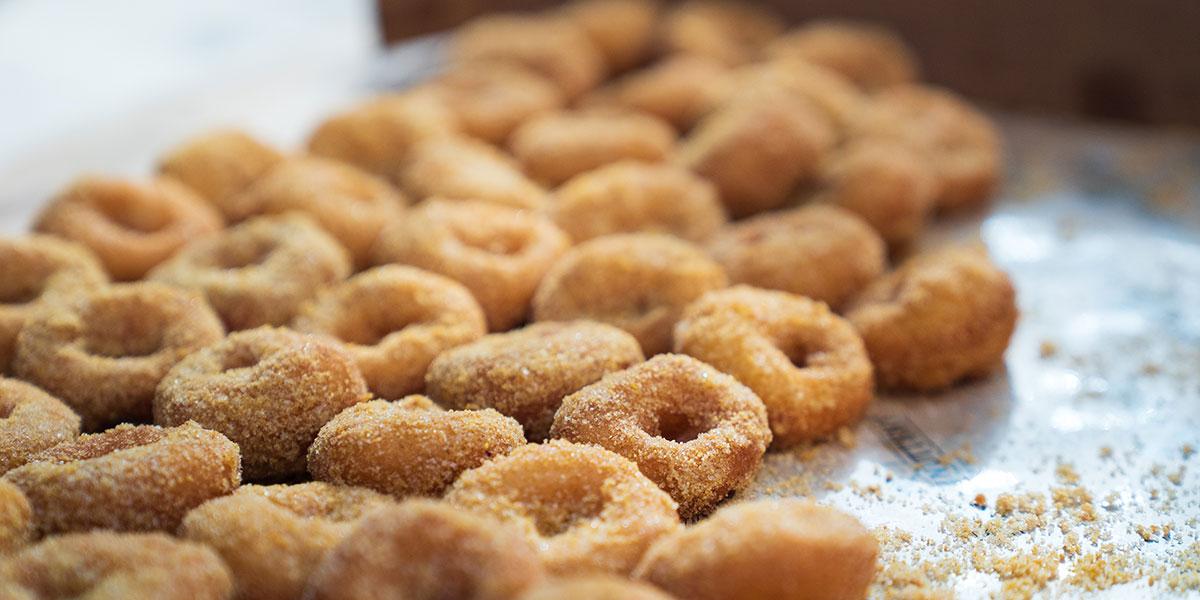 apple cider donuts, donuts, warm donuts