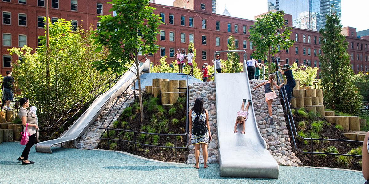 Bennett Park in Chicago, Bennett Park, Bennett Park Playground, kids in playground