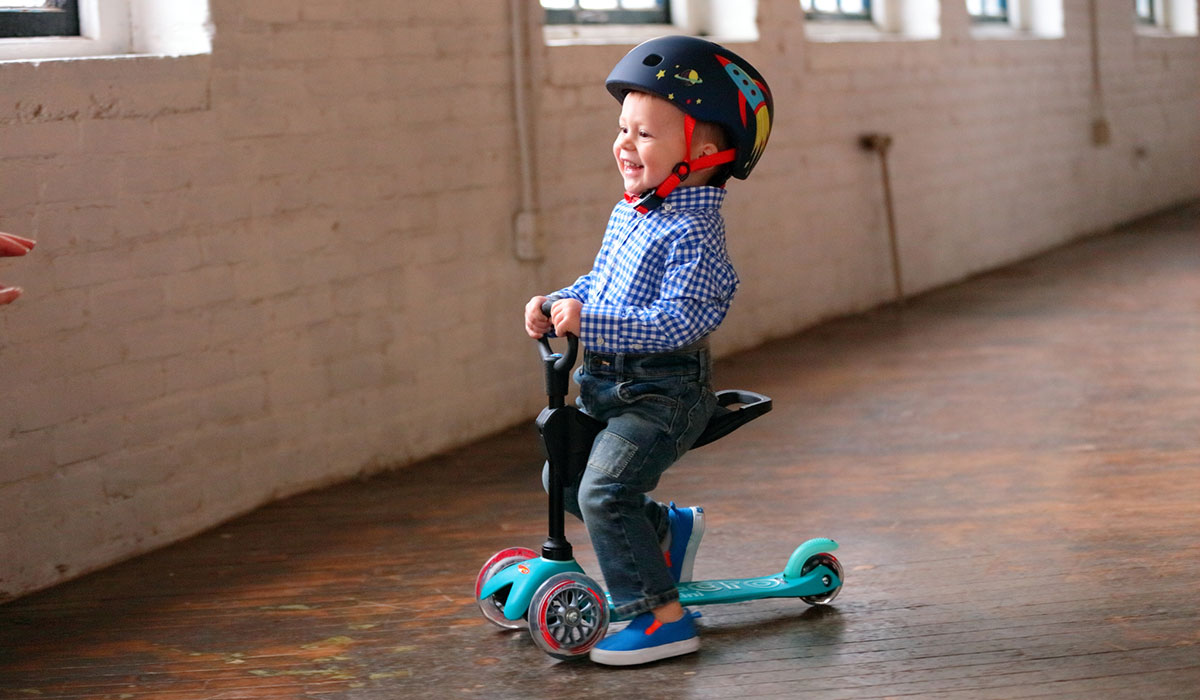 microkickboard, microkickboard scooter, toddler on scooter
