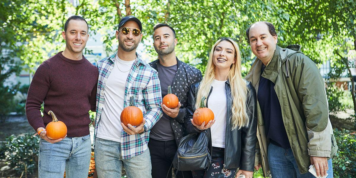 people holding pumpkins, crowd holding pumpkins, crowd with pumpkins