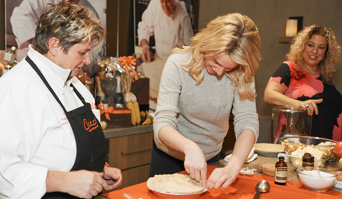 woman making apple pie, apple pie citarella, thanksgiving recipes, thanksgiving recipes citarella