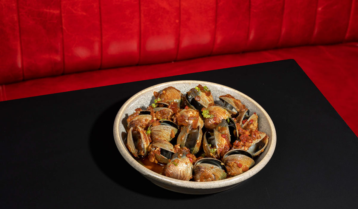 raw clams, kawi, momofuku kawi