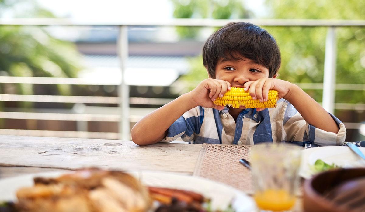 corn, corn on the cob, corn on the cob child eating
